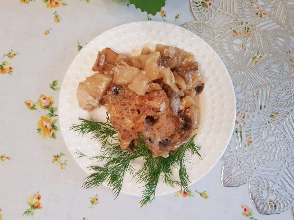 Фото рецепта - Картофель с шампиньонами и куриной грудкой в сливочном соусе - шаг 11