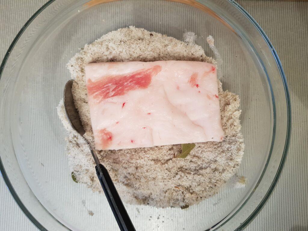 Фото рецепта - Сало с паприкой, засоленное сухим способом - шаг 3