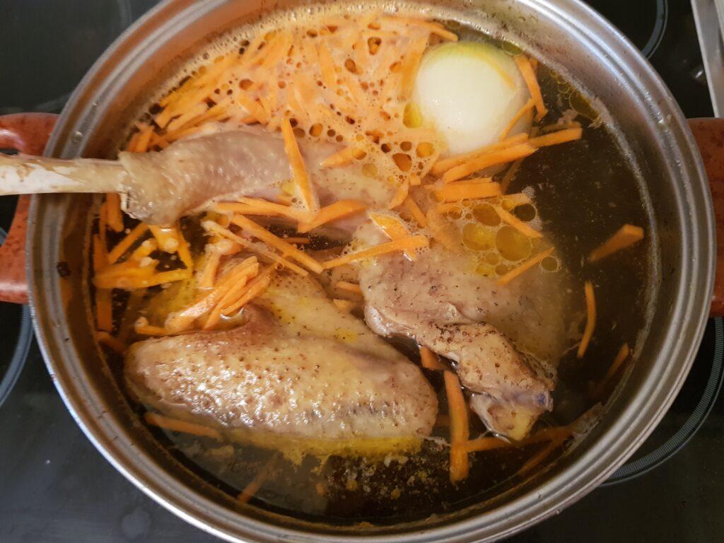 Фото рецепта - Домашняя лапша на курином бульоне - шаг 10