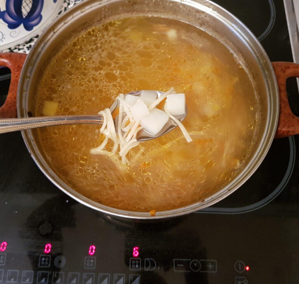 Фото рецепта - Домашняя лапша на курином бульоне - шаг 12