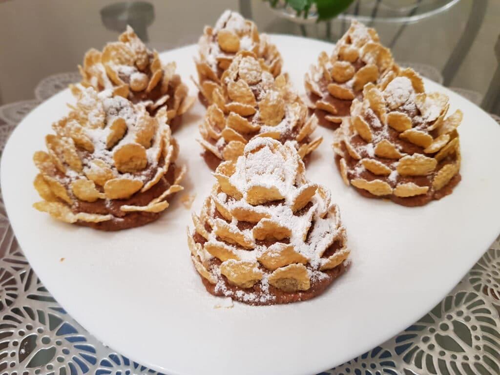 Фото рецепта - Новогодние шишки из овсяного печенья и варёной сгущёнки без выпечки - шаг 6