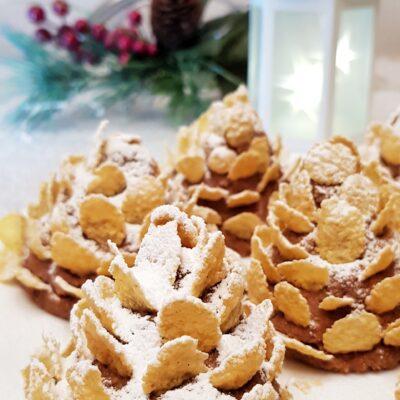 Новогодние шишки из овсяного печенья и варёной сгущёнки без выпечки - рецепт с фото