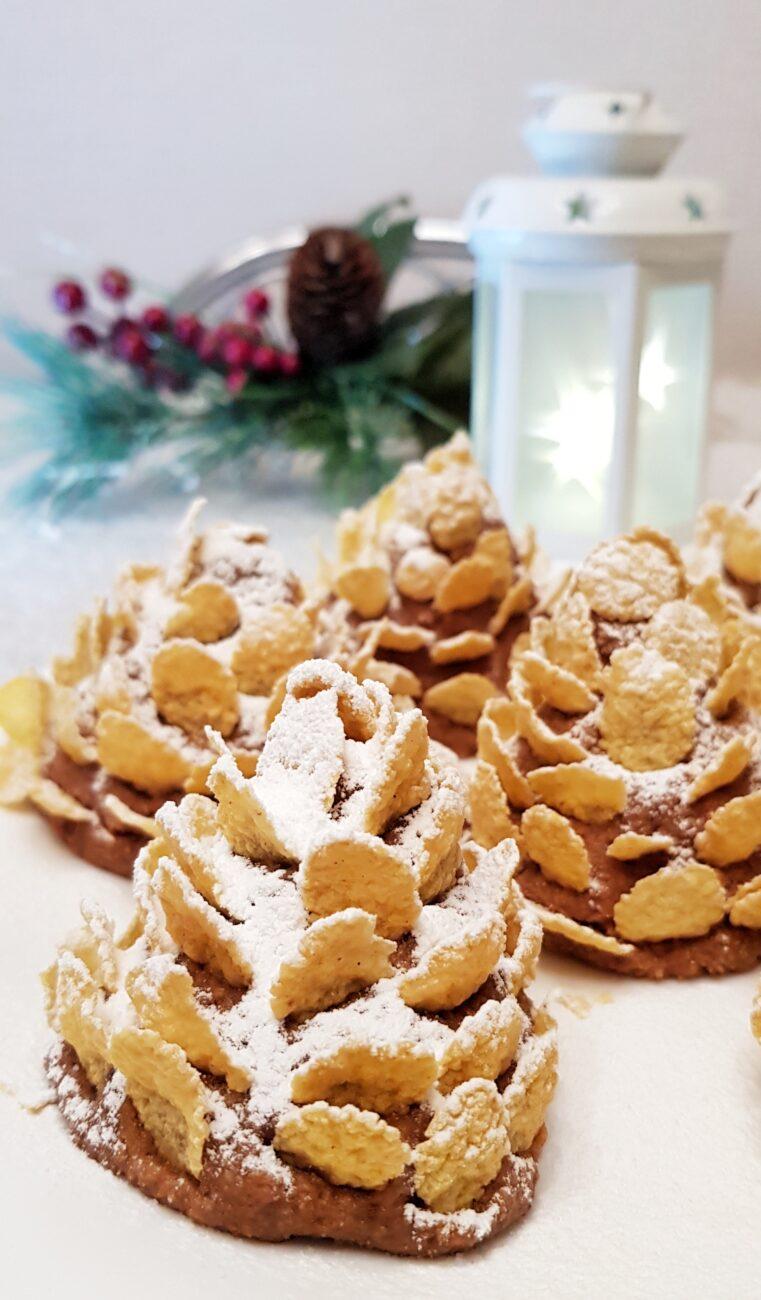 Новогодние шишки из овсяного печенья и варёной сгущёнки без выпечки