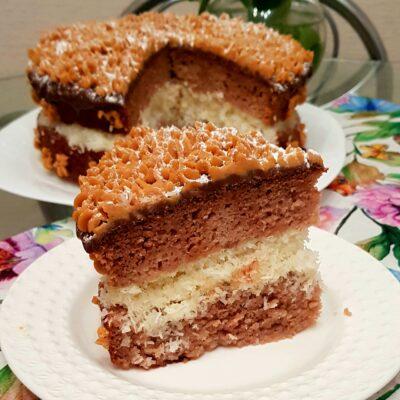 Пышный торт на кефире с кокосовой начинкой - рецепт с фото