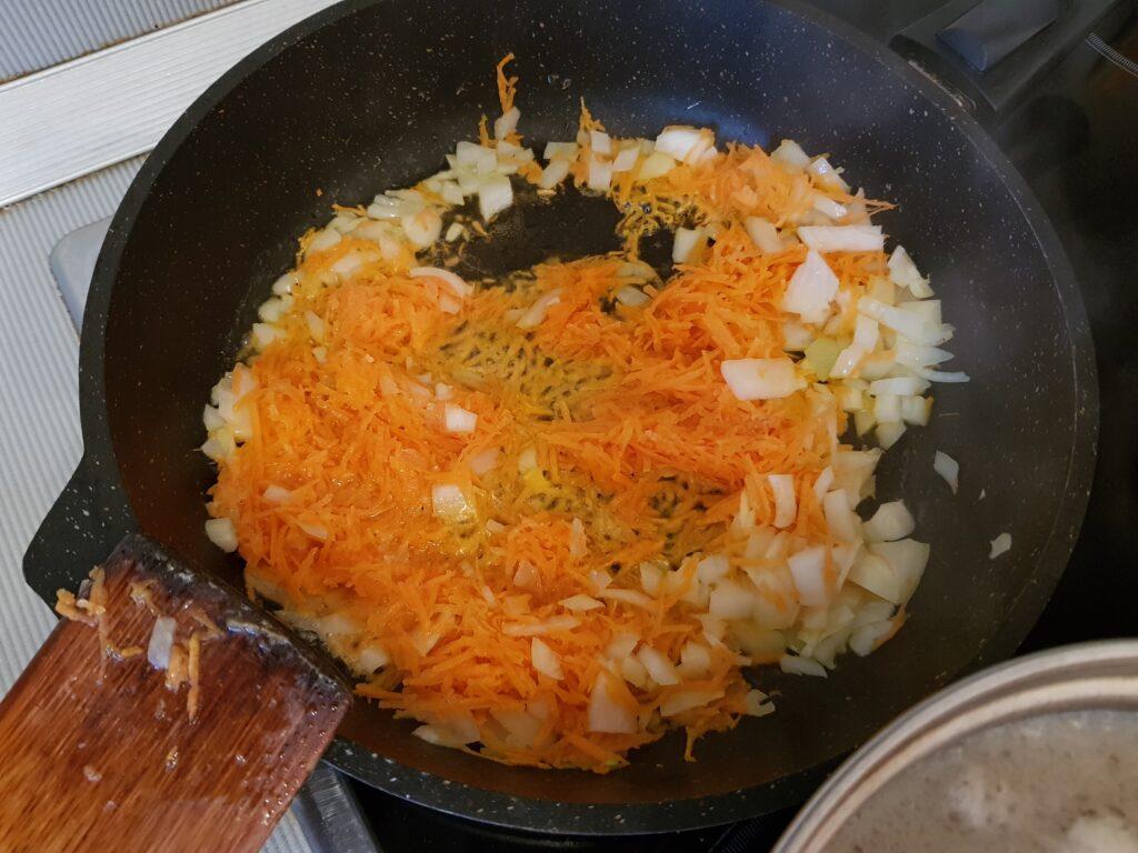 Фото рецепта - Суп с клёцками - шаг 4