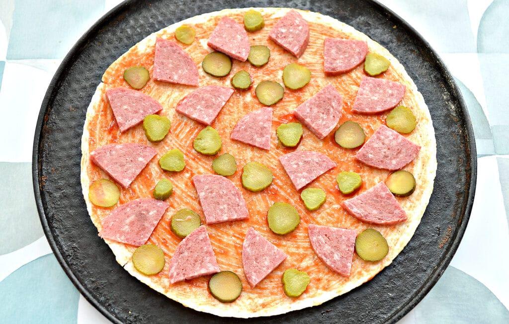Фото рецепта - Пицца на лепешке тортилье - шаг 3