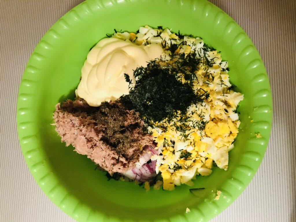 Фото рецепта - Салат из тунца с красной фасолью - шаг 4