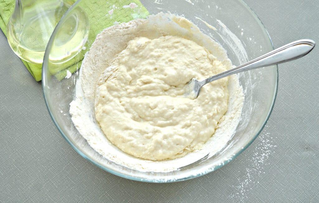 Фото рецепта - Тесто для пиццы на кефире - шаг 4