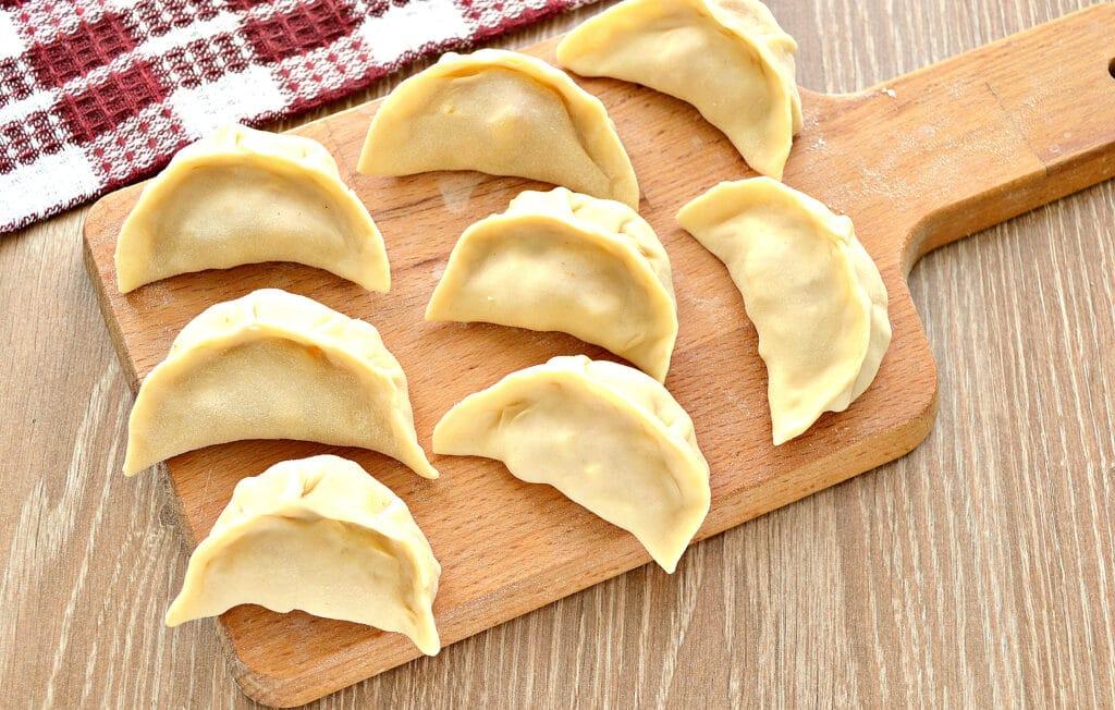 Фото рецепта - Вареники на пару с картофелем, тыквой и фаршем - шаг 4