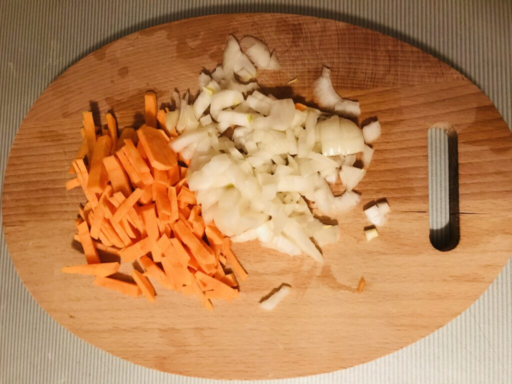 Фото рецепта - Борщ на бульоне из свиных рёбрышек - шаг 2