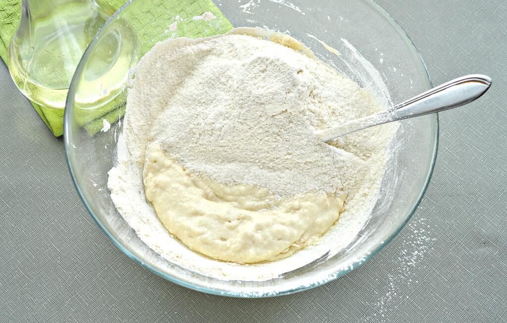 Фото рецепта - Тесто для пиццы на кефире - шаг 5