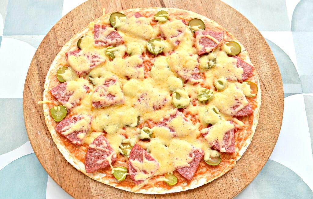 Фото рецепта - Пицца на лепешке тортилье - шаг 5