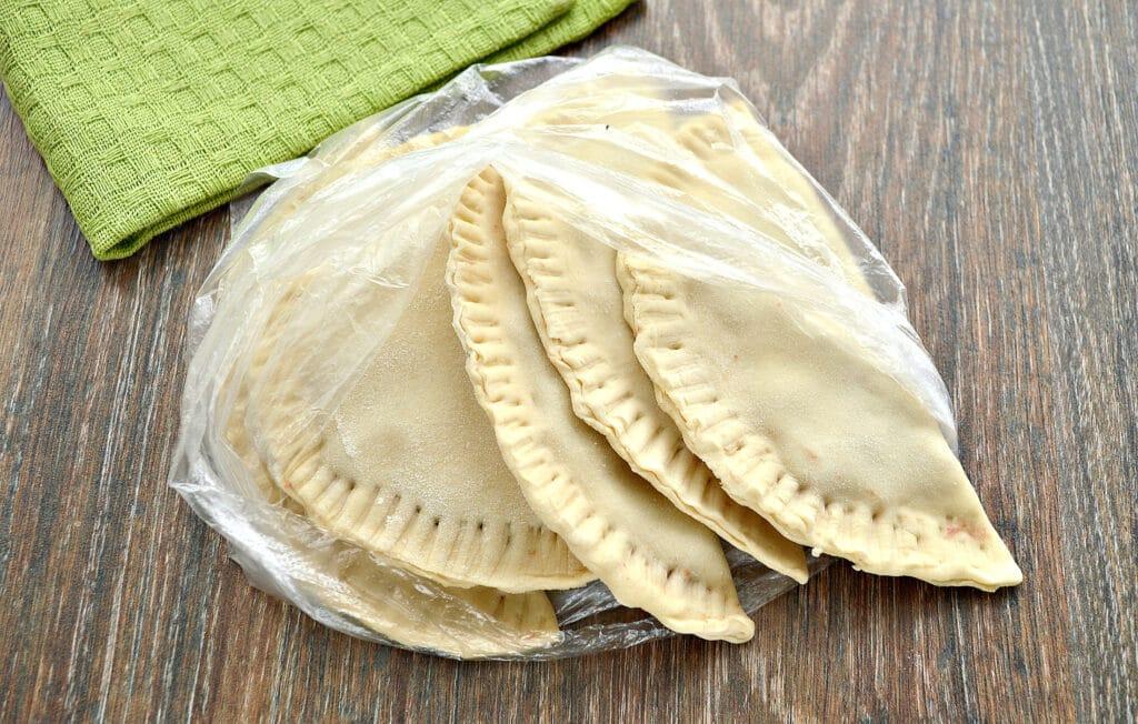 Фото рецепта - Чебуреки для заморозки - шаг 6