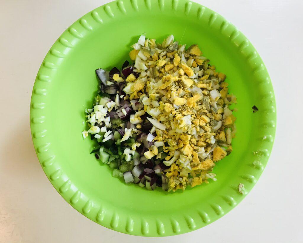 Фото рецепта - Овощной салат с гранатом - шаг 3