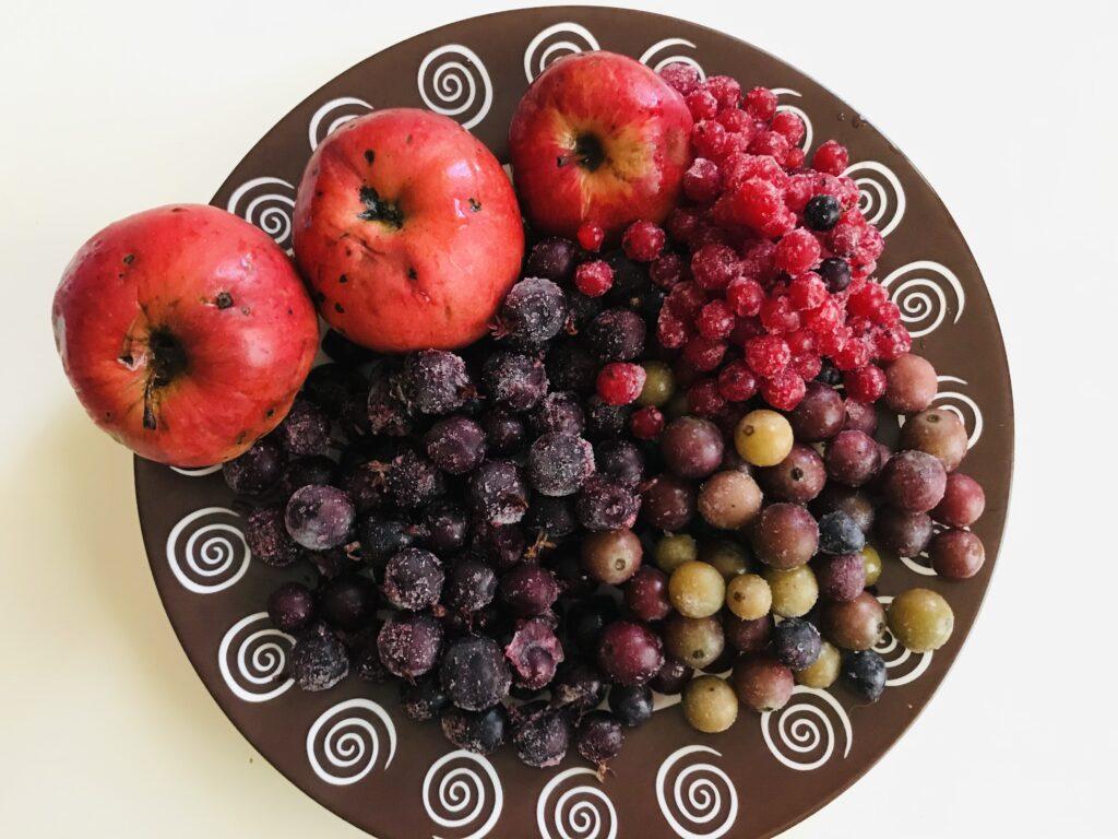 Фото рецепта - Компот фруктово-ягодное ассорти - шаг 1