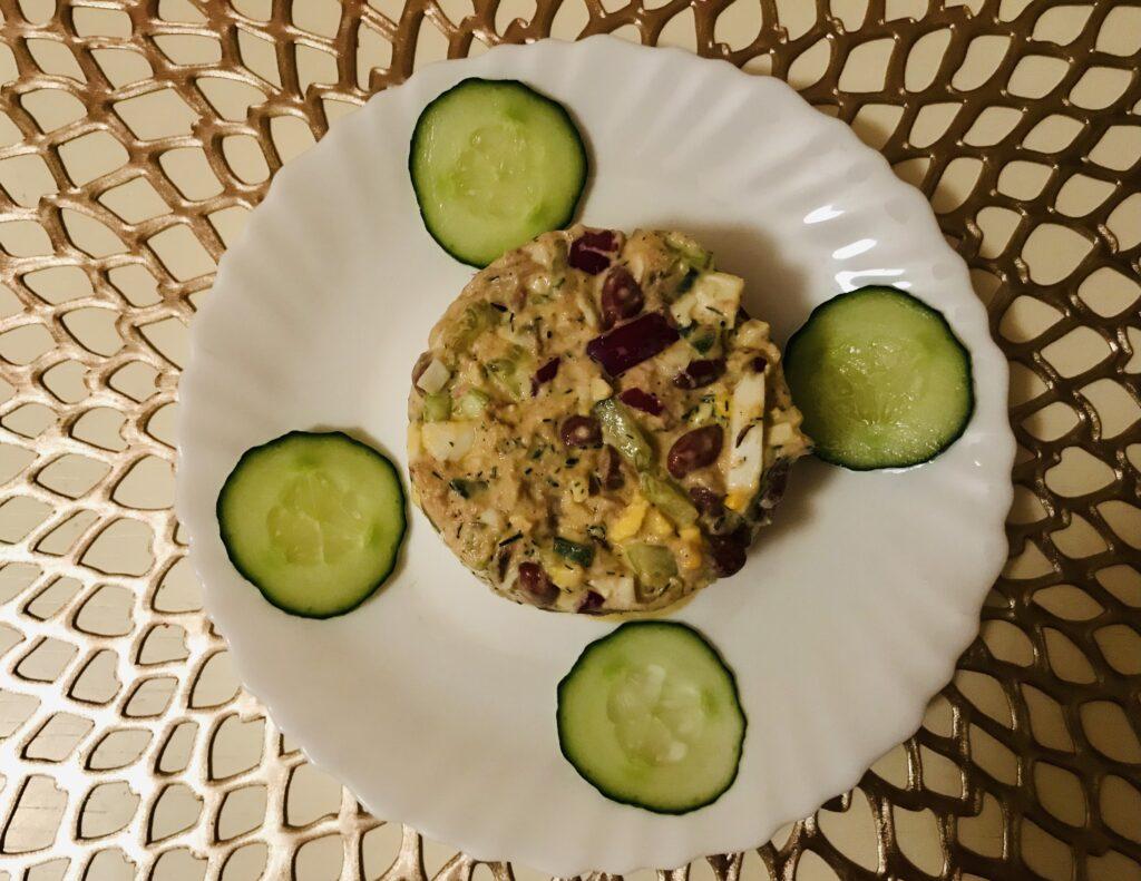 Фото рецепта - Салат из тунца с красной фасолью - шаг 5