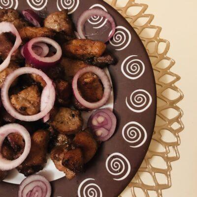 Жареная свинина на сковороде с соевым соусом - рецепт с фото