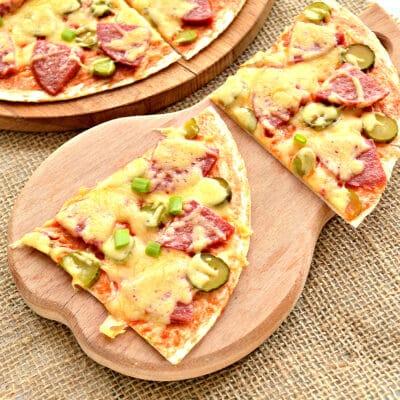 Пицца на лепешке тортилье - рецепт с фото