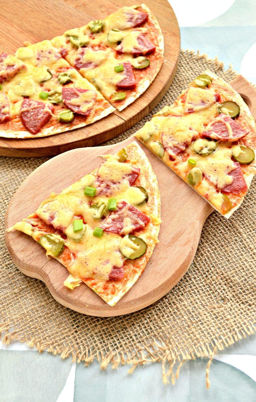 Пицца на лепешке тортилье