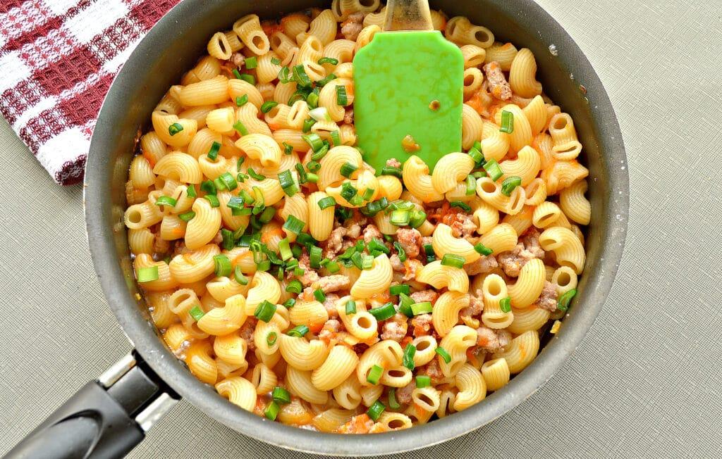 Фото рецепта - Макароны по-флотски с фаршем на сковороде - шаг 6