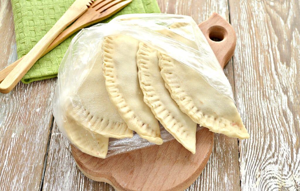 Фото рецепта - Чебуреки для заморозки - шаг 7
