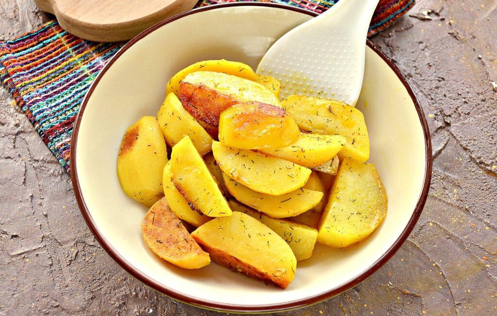 Фото рецепта - Запеченный в майонезе картофель в мультиварке - шаг 6