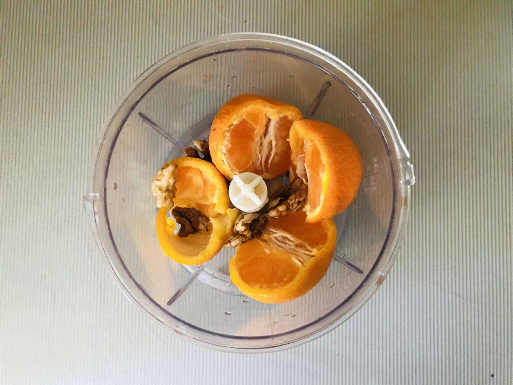 Фото рецепта - Мандариновый кекс с орехами в мультиварке - шаг 4