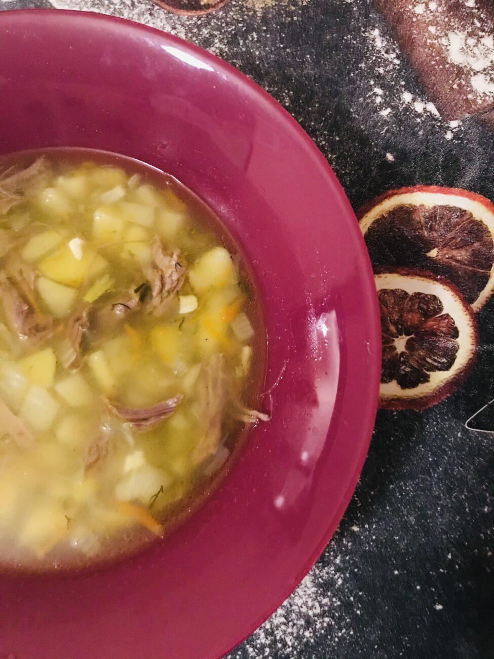 Суп на говяжьем бульоне  картофелем