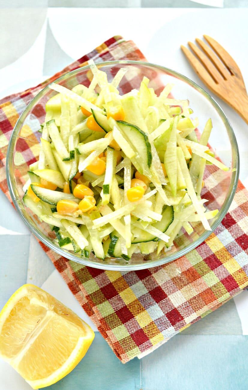 Салат из зеленой редьки с кукурузой
