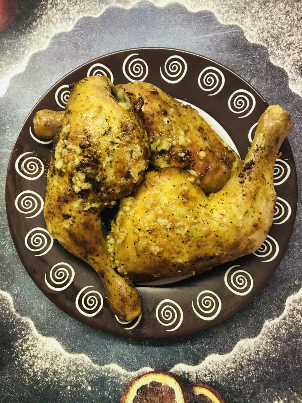 Запечённые куриные окорочка с чесноком