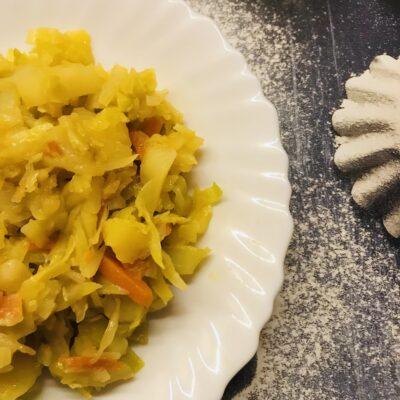 Постная тушеная капуста с картофелем - рецепт с фото