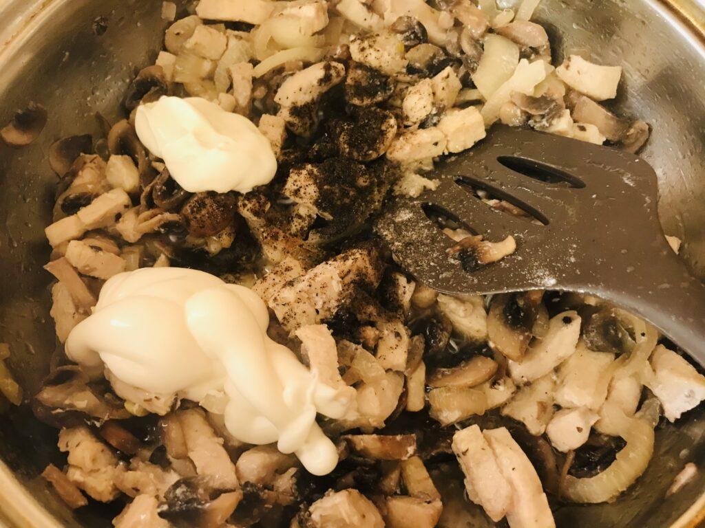 Фото рецепта - Картофельная запеканка с курицей и грибами - шаг 5