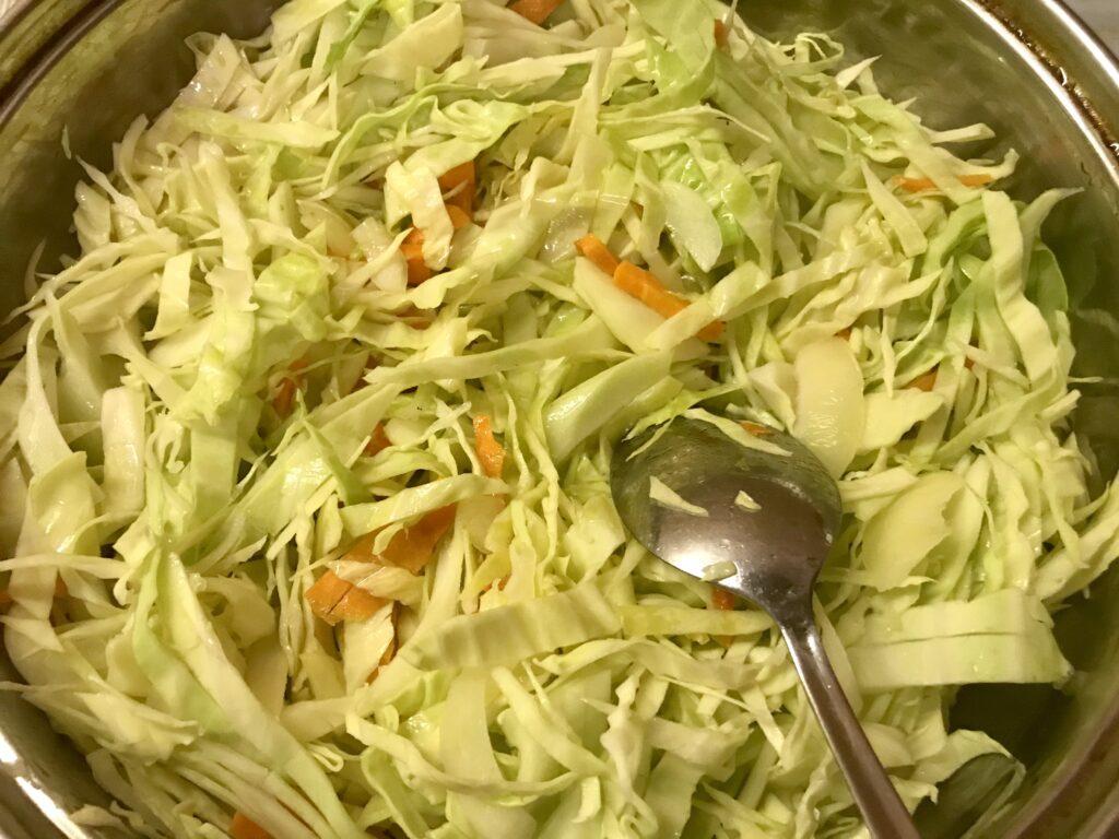 Фото рецепта - Постная тушеная капуста с картофелем - шаг 2