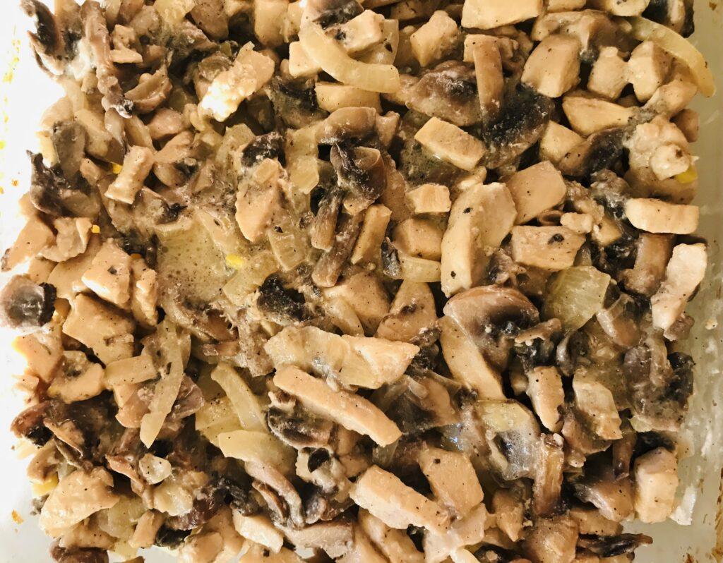 Фото рецепта - Картофельная запеканка с курицей и грибами - шаг 7