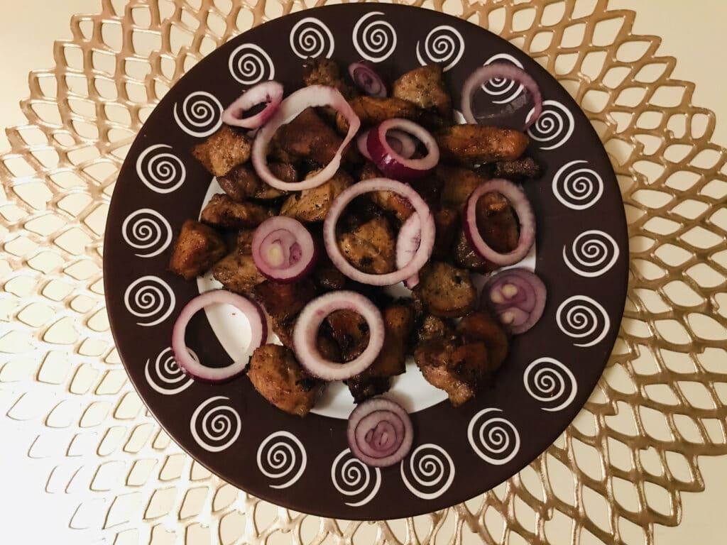 Фото рецепта - Жареная свинина на сковороде с соевым соусом - шаг 6