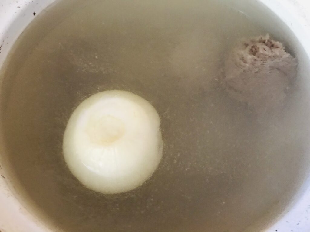 Фото рецепта - Суп на говяжьем бульоне  картофелем - шаг 1