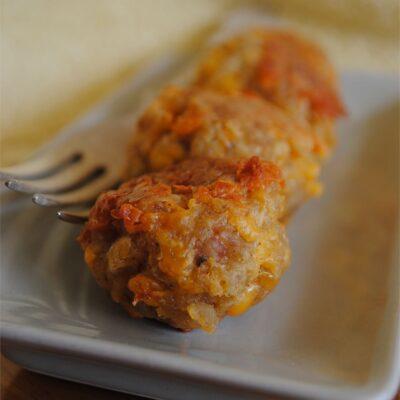 Запеченные фрикадельки с сыром - рецепт с фото