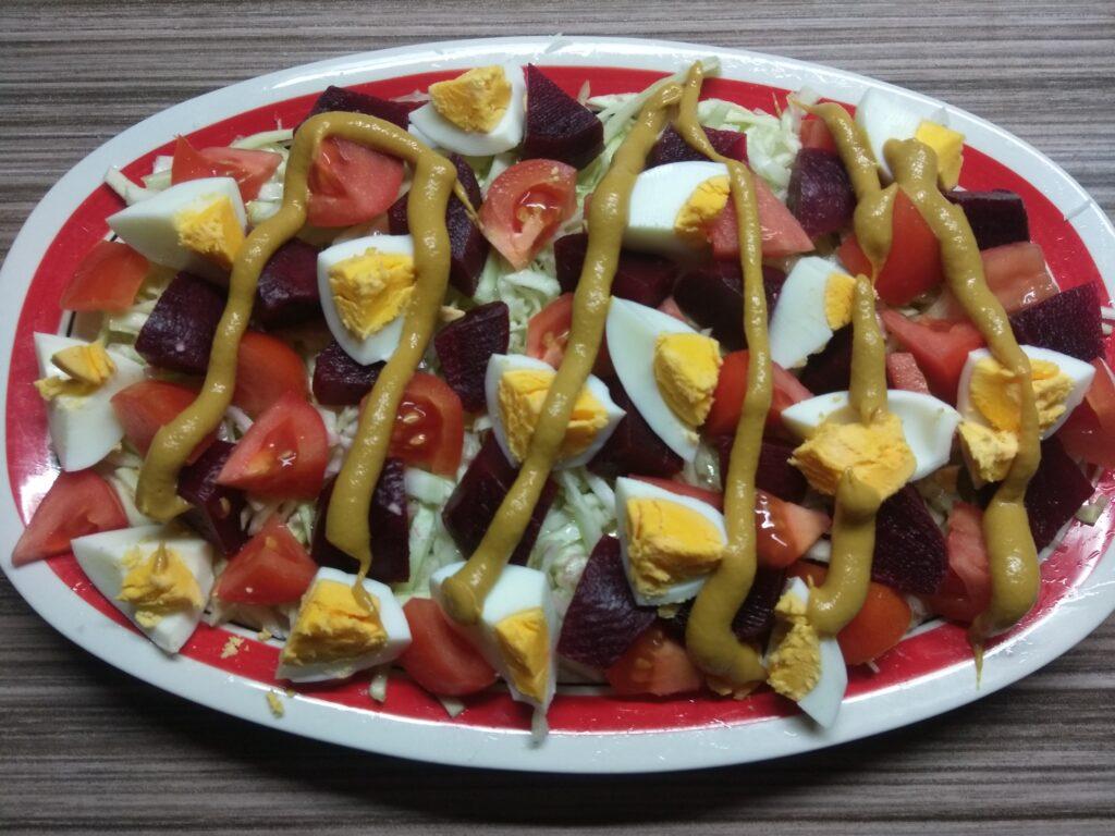 Фото рецепта - Салат со свеклой, яйцами и помидорами под горчичной заправкой - шаг 5