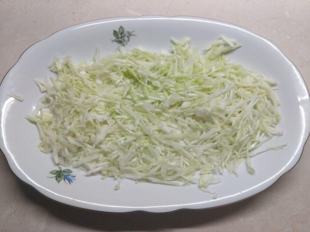 Фото рецепта - Салат с курицей, голубым сыром и мандаринами - шаг 1