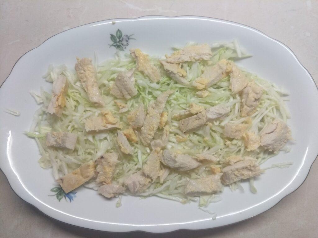 Фото рецепта - Салат с курицей, голубым сыром и мандаринами - шаг 2