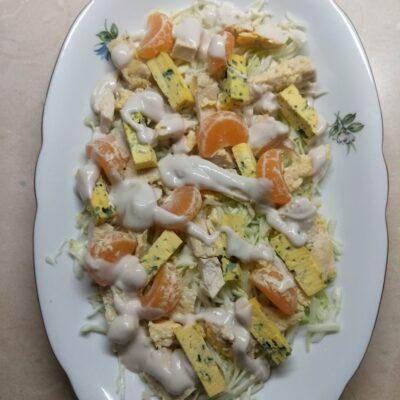 Салат с курицей, голубым сыром и мандаринами - рецепт с фото
