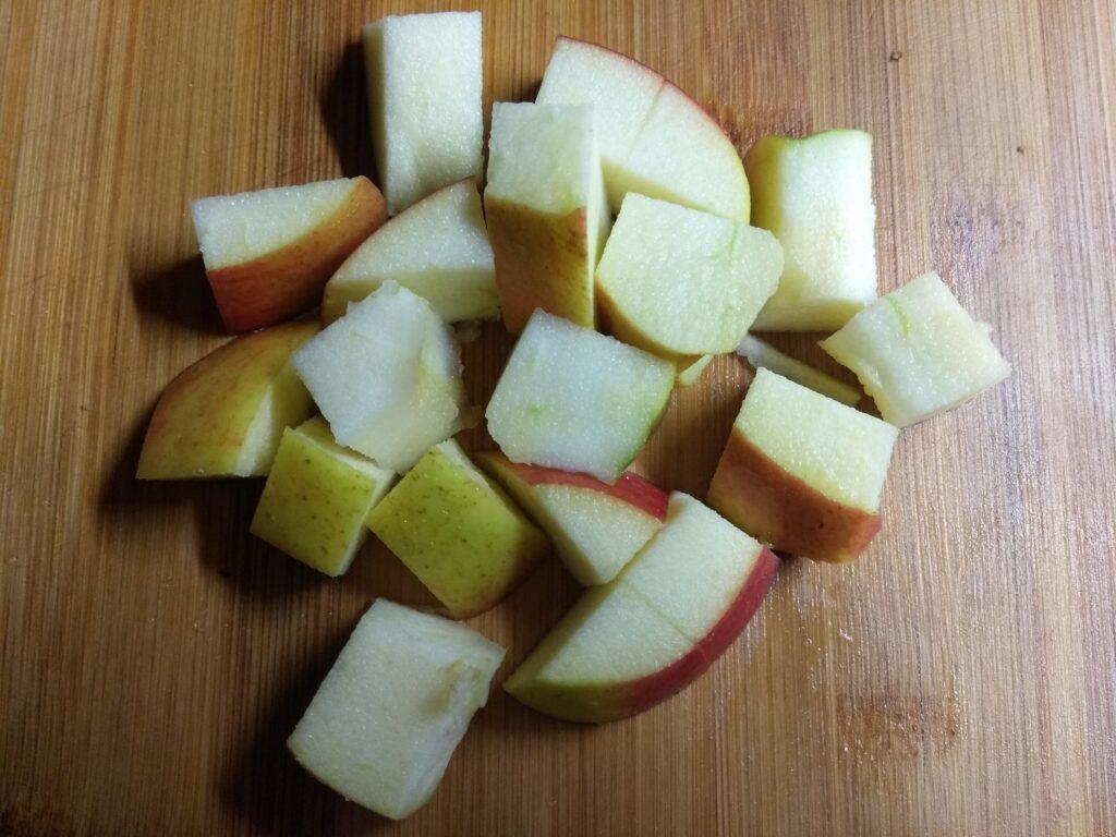 Фото рецепта - Канапе из фиников, сыра, яблок - шаг 3