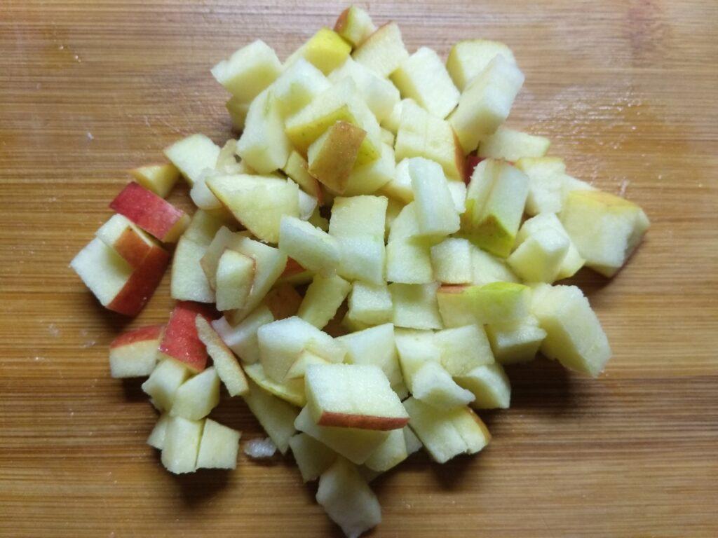 Фото рецепта - Закусочные корзинки с салями, сыром и яблоком - шаг 1