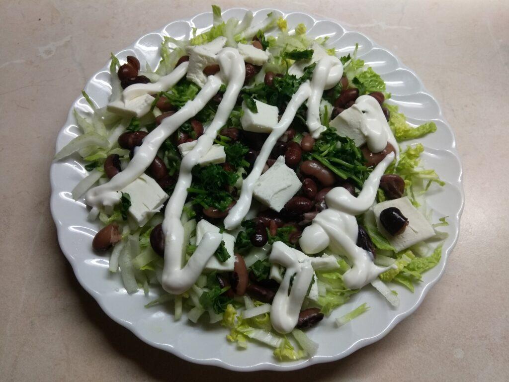 Фото рецепта - Салат с капустой, фасолью и плавленым сыром - шаг 5