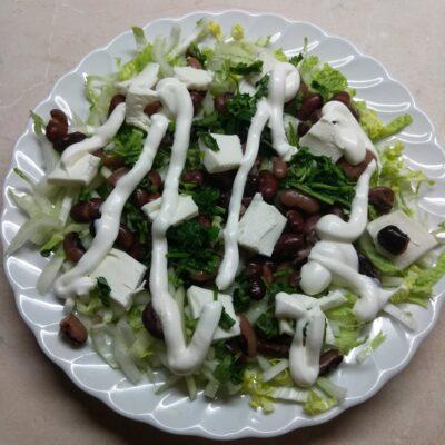 Салат с капустой, фасолью и плавленым сыром - рецепт с фото