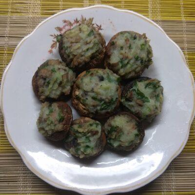 Шампиньоны, фаршированные картофелем - рецепт с фото