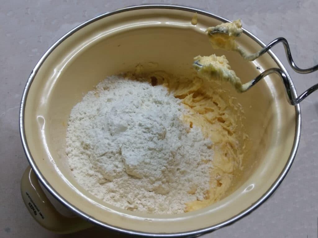 Фото рецепта - Простой рецепт пирога на сливочном масле - шаг 3