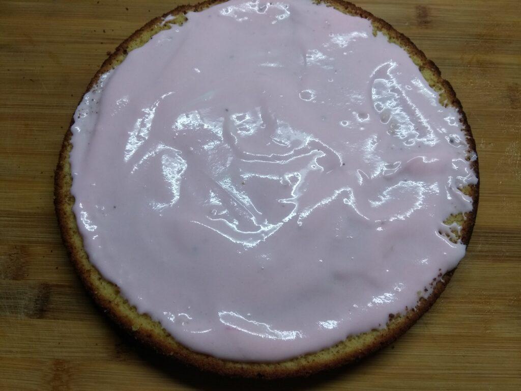 Фото рецепта - Быстрый торт из покупных бисквитов - шаг 3