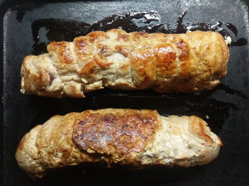 Фото рецепта - Мясной рулет из корейки с яблоками и луком - шаг 6