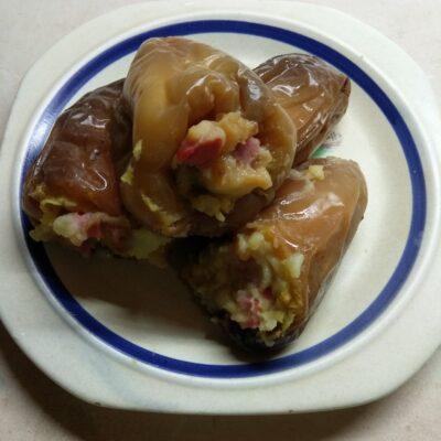 Перец, фаршированный картофелем, колбасой и солеными огурцами - рецепт с фото